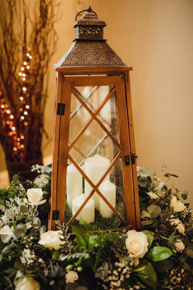 Lantern Decor Candle Decor Flowers Simple Rustic Cosy Winter Wedding http://aniaames.co.uk/