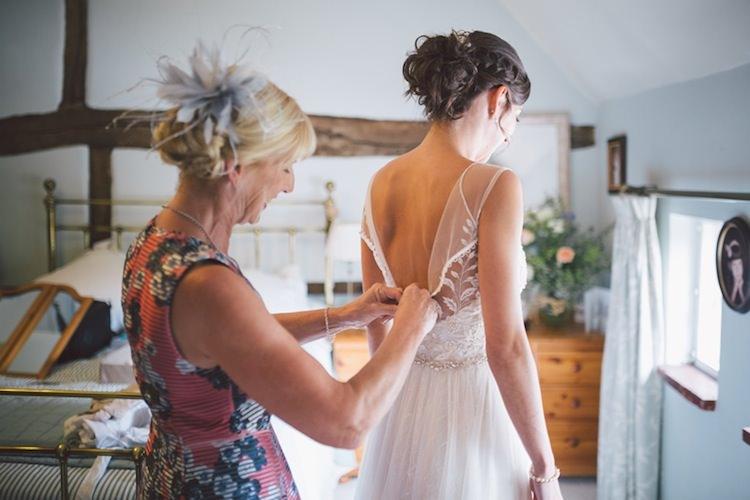 Light Pretty Summer Barn Wedding http://www.koweddings.com/