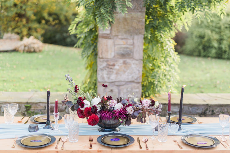 Tablescape Flowers Red Burgundy Dreamy Luxe Autumn Wedding Ideas http://suzanneli.co.uk/