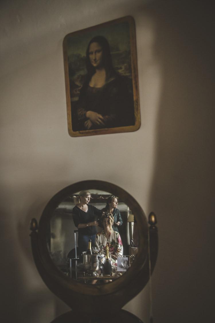 Bride Hair Makeup Mirror Reflection Mona Lisa Picture Romantic Intimate Tuscany Destination Wedding http://angelicabraccini.com/