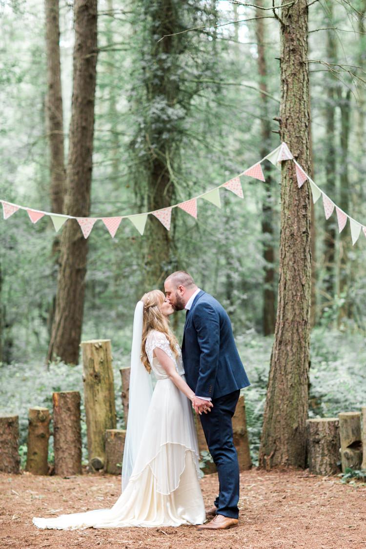 Beautiful Woodland Glade Wedding https://emilyhannah.com/