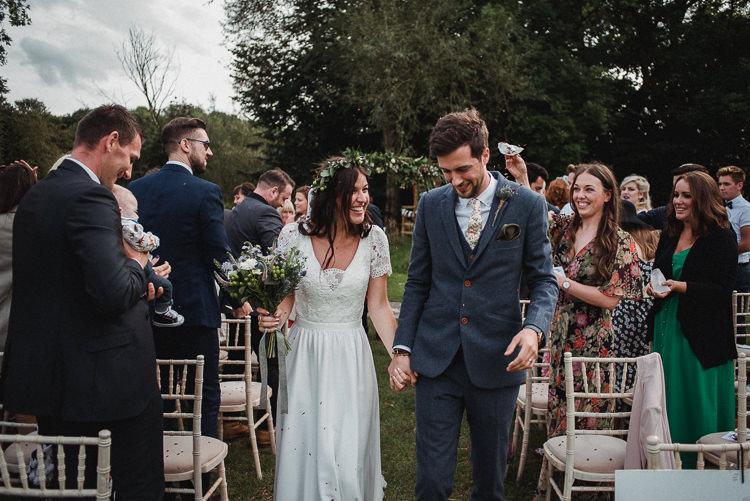 Confetti Throw Bride Groom Bohemian Festival Tipi Wedding http://esmemai.com/