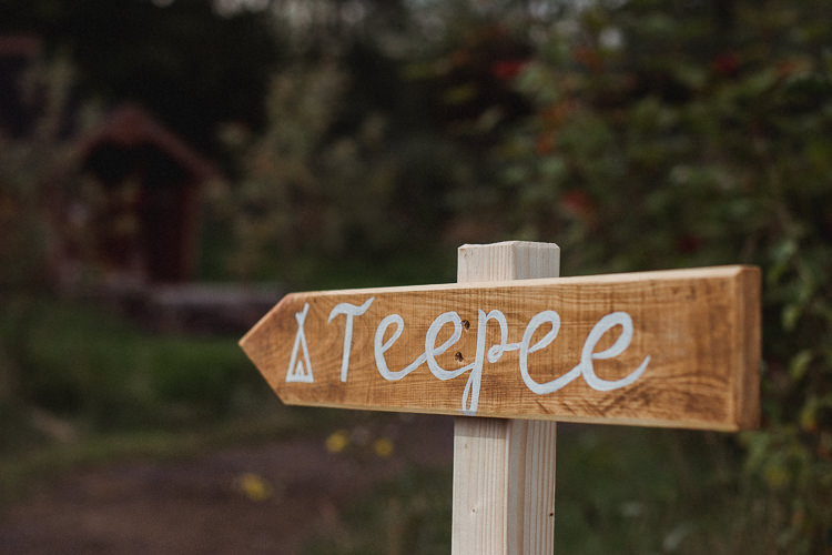 Rustic Wooden Sign Bohemian Festival Tipi Wedding http://esmemai.com/
