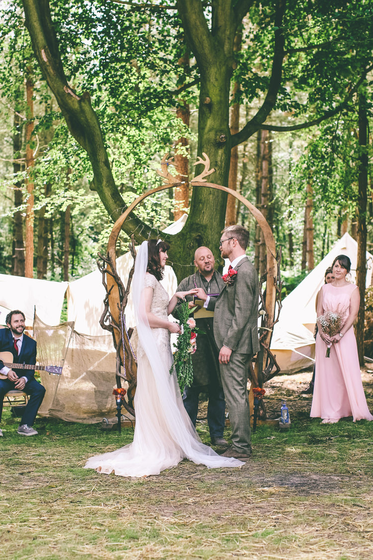 Handfasting Ceremony Outdoor UK Rustic Woodland Birds Outdoorsy Wedding http://www.emmaboileau.co.uk/