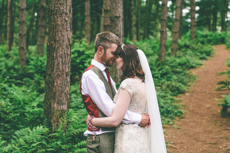Rustic Woodland Birds Outdoorsy Wedding http://www.emmaboileau.co.uk/