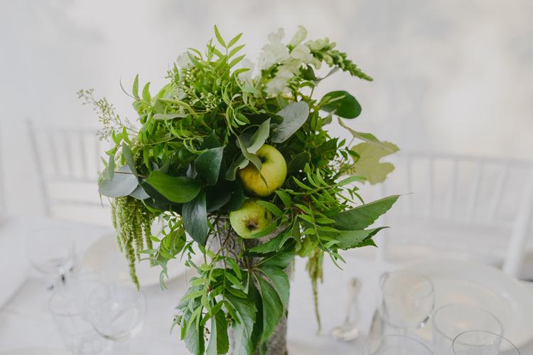 Reception Table Setting Centrepiece White Floral Fruit Greenery Arrangement White Chairs Natural Greenery Stylish Wedding Transylvania https://raresion.com/