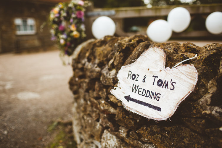 Log Slice Rustic Sign Pretty DIY Outdoor Village Hall Wedding https://photography34.co.uk/