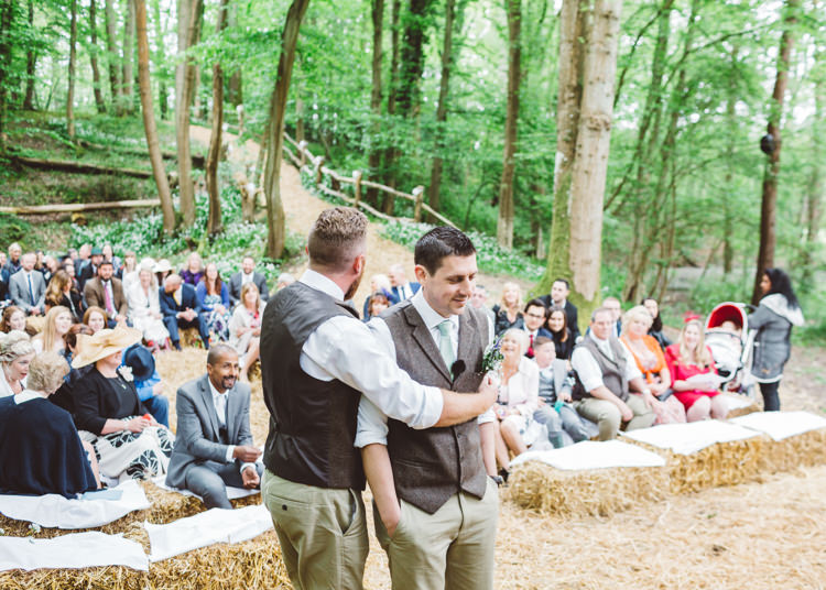 Natural Woodland Hessian Lace Wedding http://holliecarlinphotography.com/
