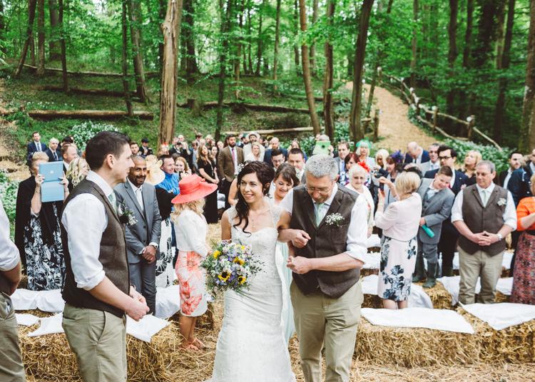Natural Woodland Hessian Lace Wedding http://holliecarlinphotography.com/