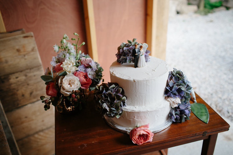 Cake Table Flowers Intimate Indie Woodland Wedding http://www.caroweiss.com/