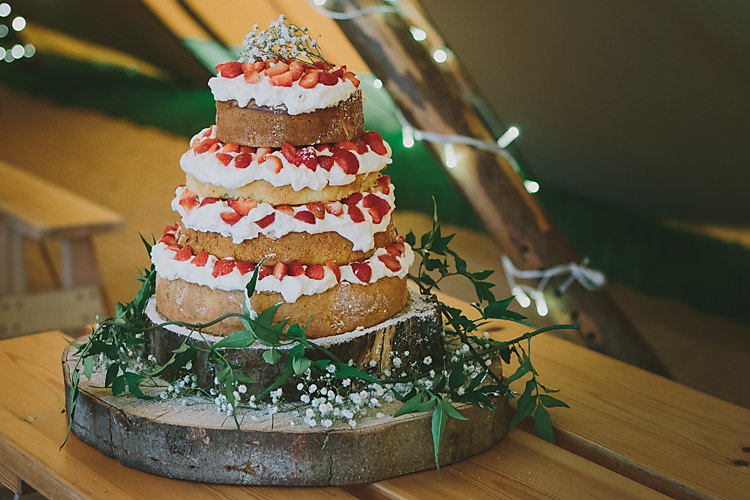 Naked Cake Victoria Sponge Log Stand Berries Flowers Layer Lovely Greenery Farm Tipi Wedding http://www.victoriasomersethowphotography.co.uk/