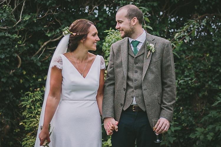 Lovely Greenery Farm Tipi Wedding http://www.victoriasomersethowphotography.co.uk/