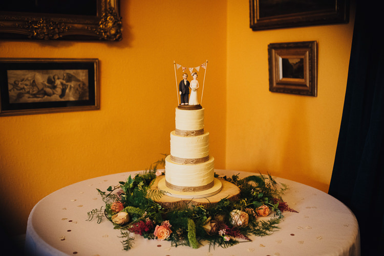 Buttercream Cake Twine Topper Flowers Log Stand Quirky Stylish Country House Wedding http://www.stevebridgwoodphotography.co.uk/