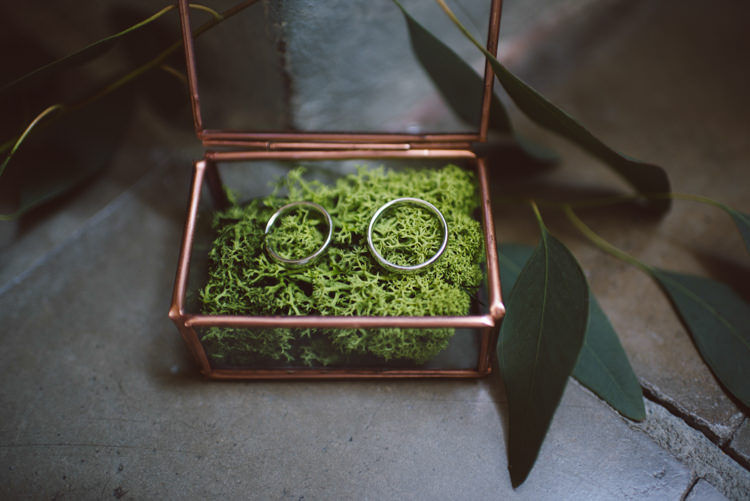 Wedding Bands Copper Glass Box Greenery Eucalyptus Leaves Botanical Copper Greenery Lake Como Wedding http://margheritacalatiphotography.com/
