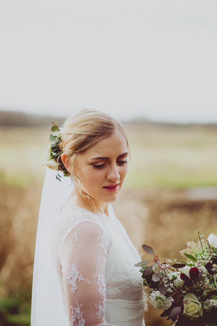 Bride Hair Make Up Flowers Natural Pretty Modern Minimal Botanical Winter Wedding http://bigbouquet.co.uk/