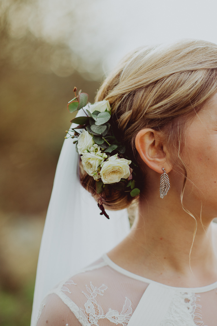 Flowers Hair Bride Bridal Style Up Do Modern Minimal Botanical Winter Wedding http://bigbouquet.co.uk/