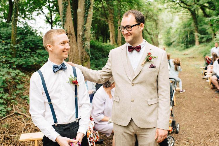 Cream Linen Suit Groom Bow Tie Informal Camp Woodland Wedding https://stevenanthonyphotography.co.uk/