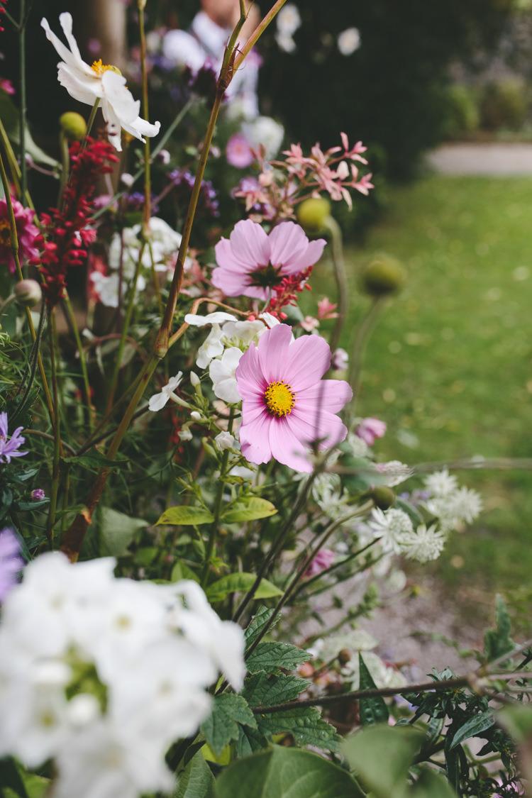 Delightfully Natural Pretty Garden Wedding http://www.elliegracephotography.co.uk/