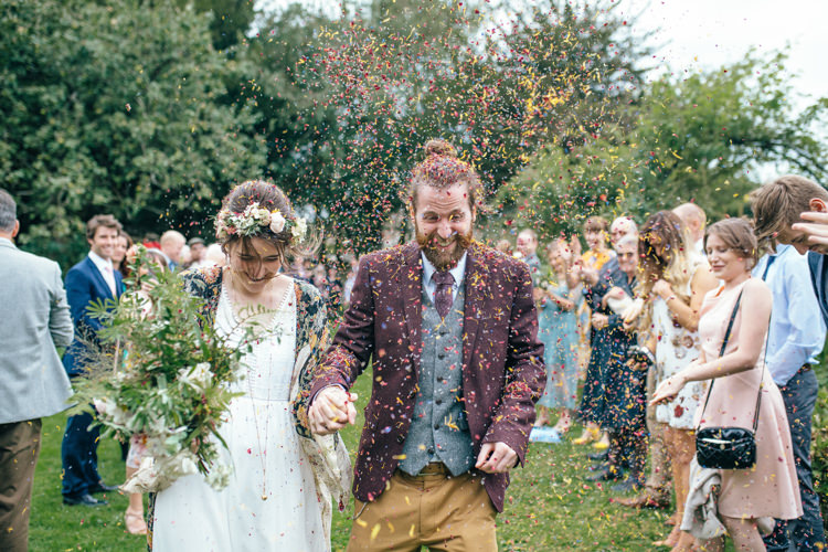 Petal Confetti Throw Bride Groom Delightfully Natural Pretty Garden Wedding http://www.elliegracephotography.co.uk/