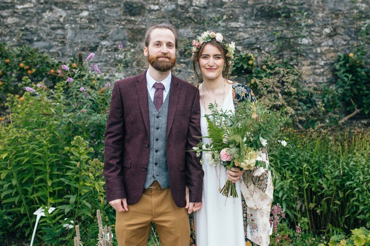 Delightfully Natural Pretty Garden Wedding http://www.elliegracephotography.co.uk/