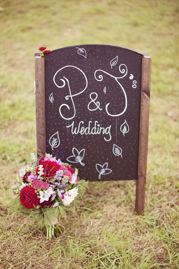 Welcome Sign Black Chalk Board Whimsical Woodland Autumn Wedding http://www.rebeccaweddingphotography.co.uk/