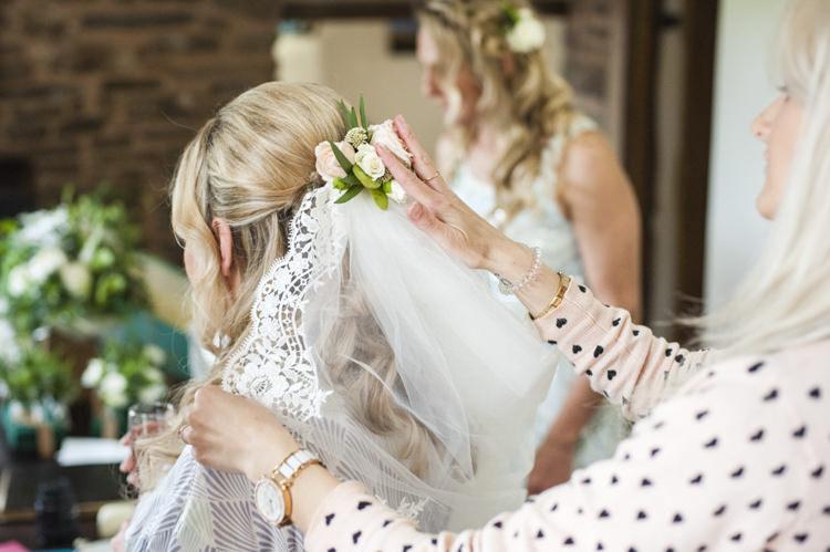Flowers Veil Hair Bride Bridal Chilled Country Boho White Green Wedding http://eleanorjaneweddings.co.uk/