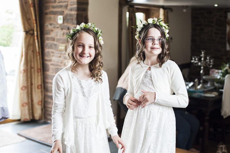 Flower Girls Crowns Chilled Country Boho White Green Wedding http://eleanorjaneweddings.co.uk/
