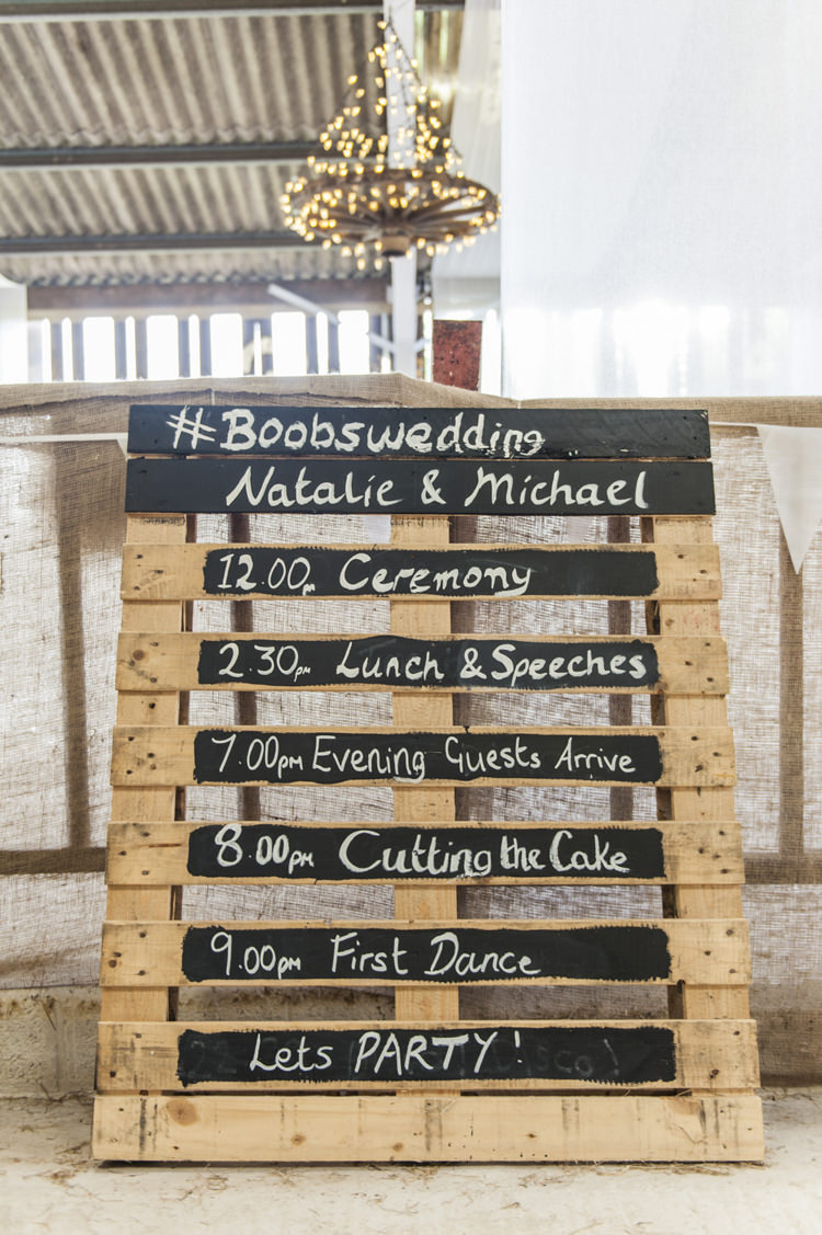 Pallet Sign Wooden Rustic Chilled Country Boho White Green Wedding http://eleanorjaneweddings.co.uk/