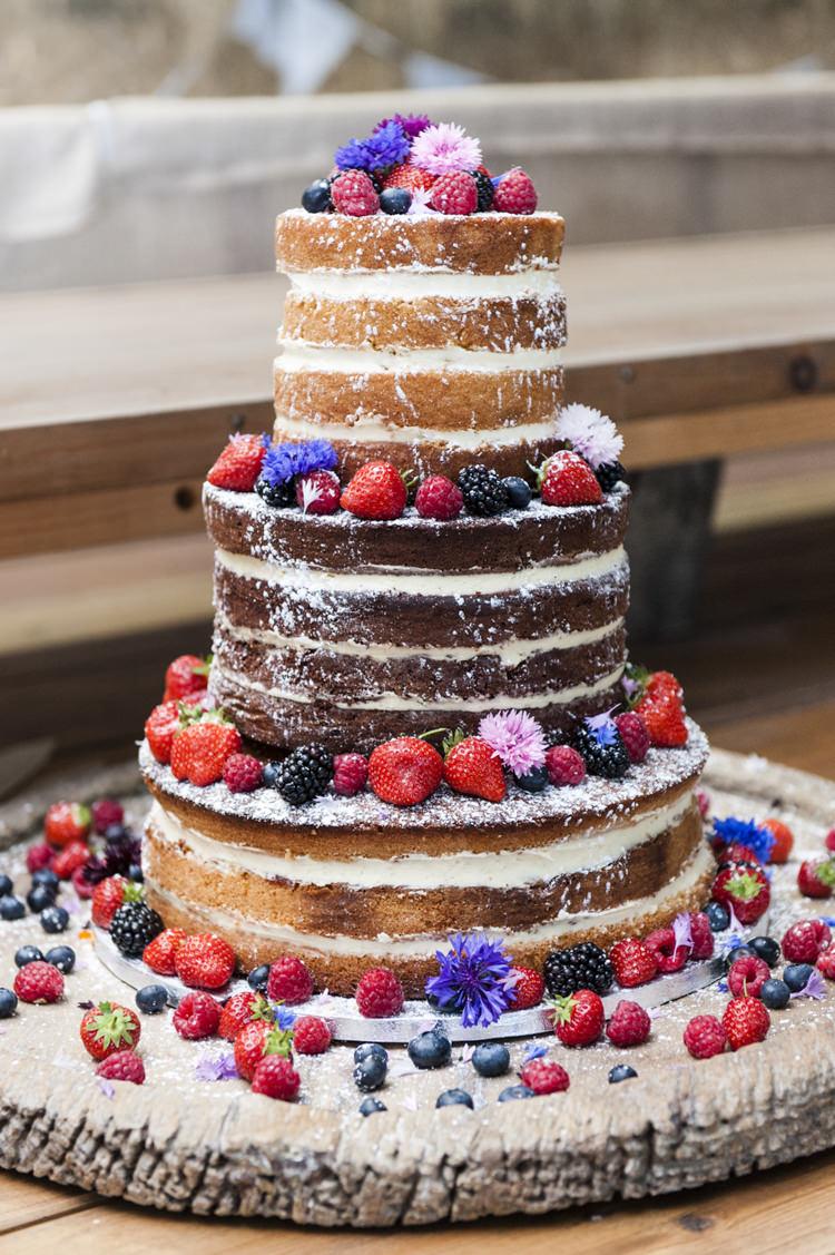 Naked Cake Sponge Flowers Log Chilled Country Boho White Green Wedding http://eleanorjaneweddings.co.uk/