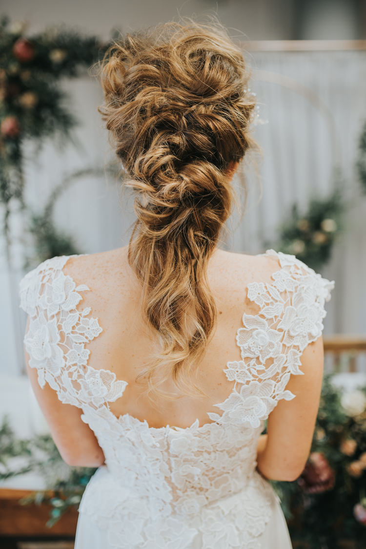 Hair Bride Bridal Style Messy Rustic Industrial Into The Wild Greenery Wedding Ideas http://www.ivoryfayre.com/