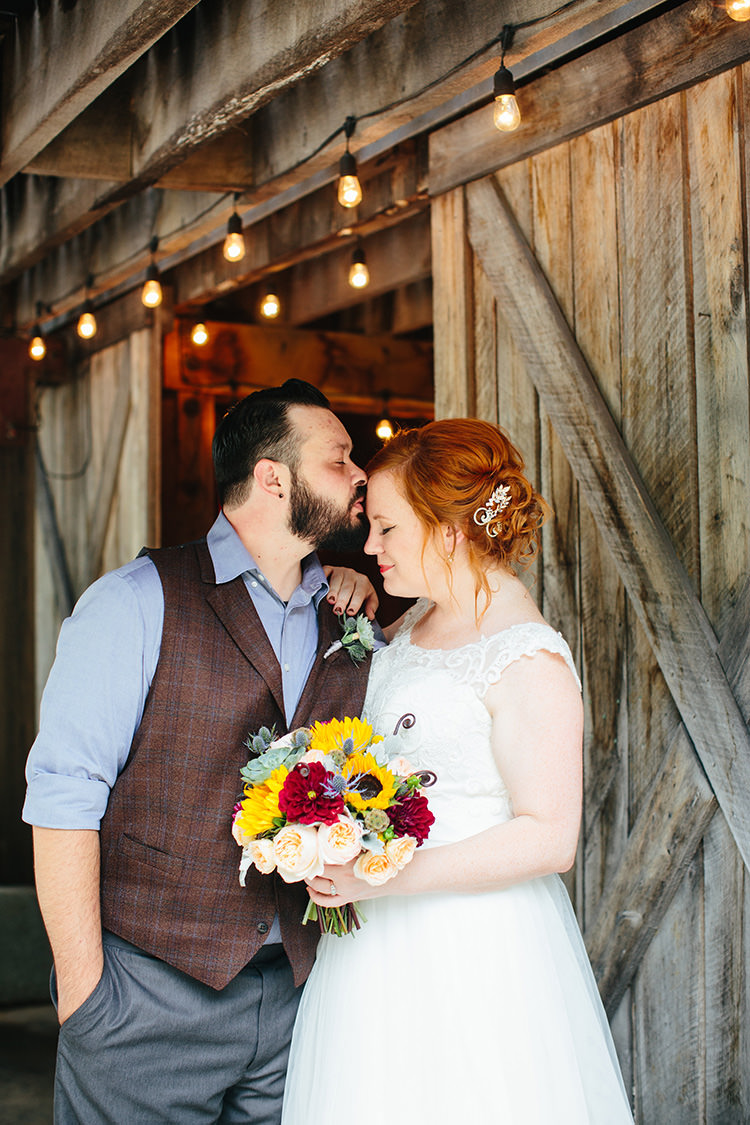 Creative Quirky Rustic Barn Wedding in Tennessee ...