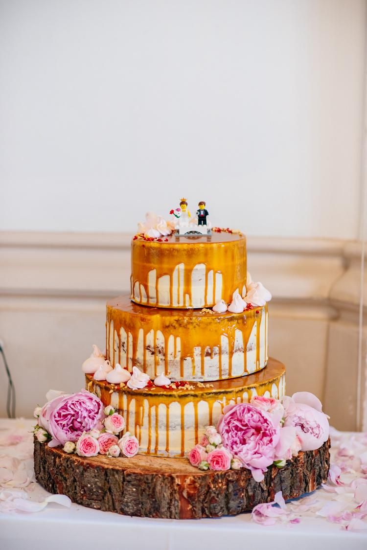 Drip Cake Semi Naked Bare Log Sponge Peones Quirky Vintage Fun Loving Hall Wedding http://www.karolinasimankowicz.com/