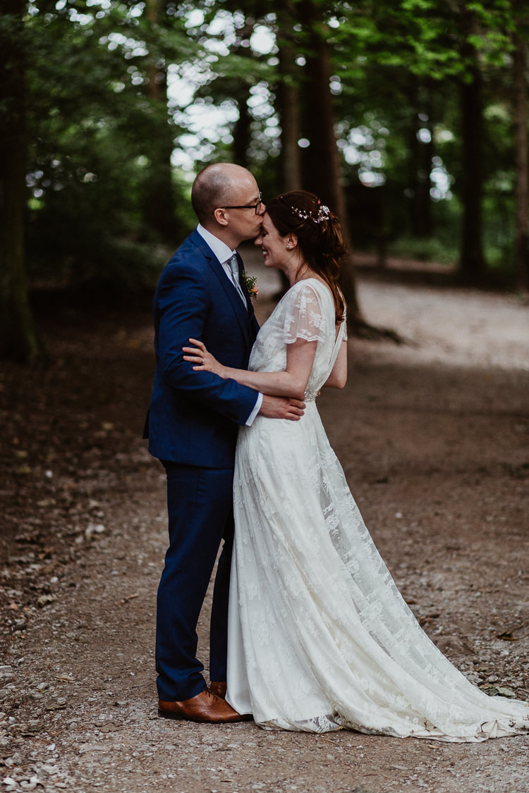 Beautifully Relaxed Outdoorsy Barn Wedding http://www.caitlinandjones.co.uk/