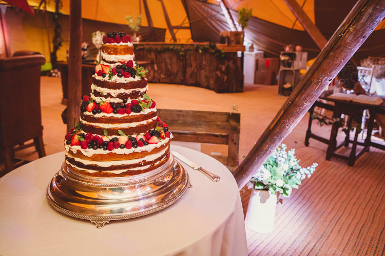 Naked Cake Sponge Rustic Homemade Country Tipi Wedding http://www.pottersinstinctphotography.co.uk/