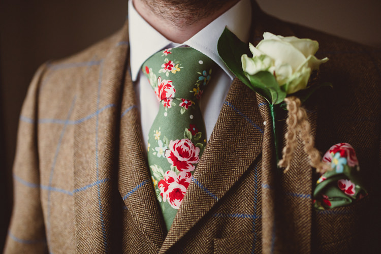 Floral Tie Rose Buttonhole Groom Tweed Brown Suit Rustic Homemade Country Tipi Wedding http://www.pottersinstinctphotography.co.uk/