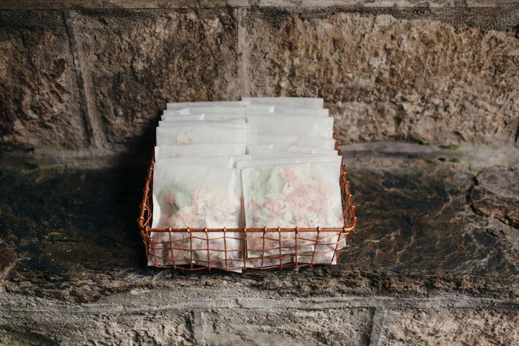 Confetti Envelopes Minimal Botanical Copper Greenery Wedding http://www.frecklephotography.co.uk/
