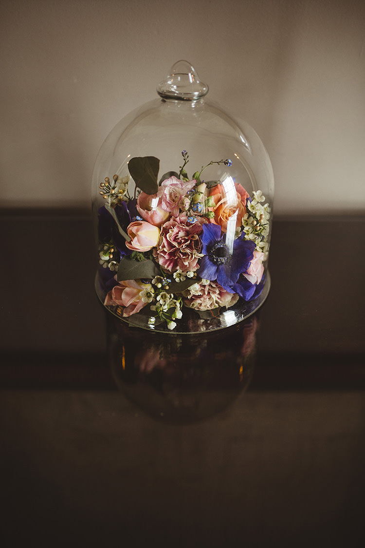 Bell Jar Flowers Peach Pink Blue Dutch Masters Wedding Inspiration https://www.kindredphotography.co.uk/