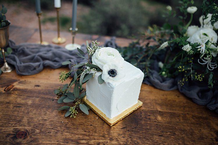 Miniature Cake Romantic Desert Elopement Ideas http://beginningandendphoto.com/