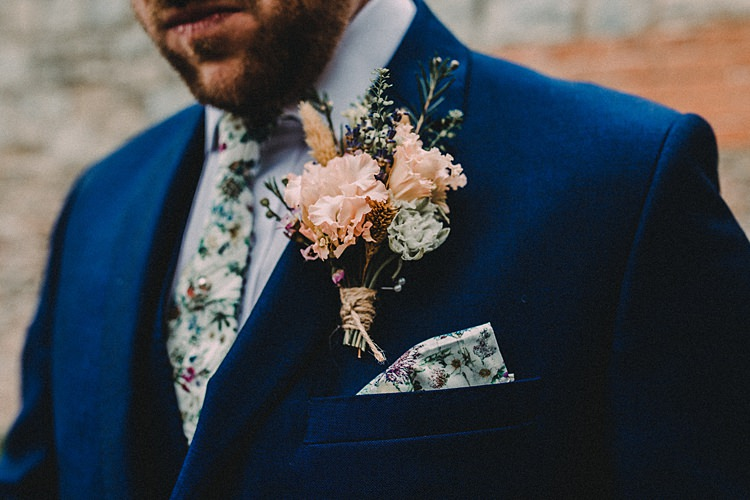 Buttonhole Groom Style Woodland Lavender Spring Country Wedding http://www.carlablainphotography.co.uk/