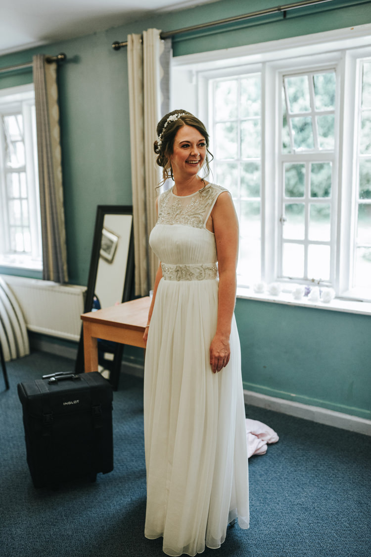 Long Flowing Dress Gown Bride Bridal Crafty Fun Budget Friendly Wedding https://www.pearbearphotography.com/