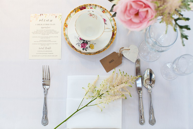 Place Setting Astilbe Luggage Tag Tea Cup Graceful Walled Garden Wedding http://helenkingphotography.co.uk/