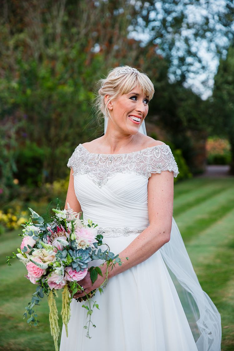 Graceful Walled Garden Wedding http://helenkingphotography.co.uk/
