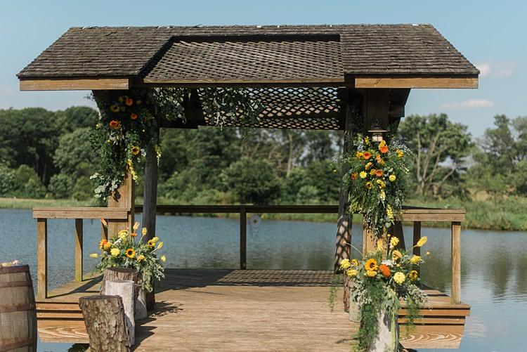 Lake Flowers Colourful Bohemian Barn Wedding Pennsylvania http://www.dawn-derbyshire.com/