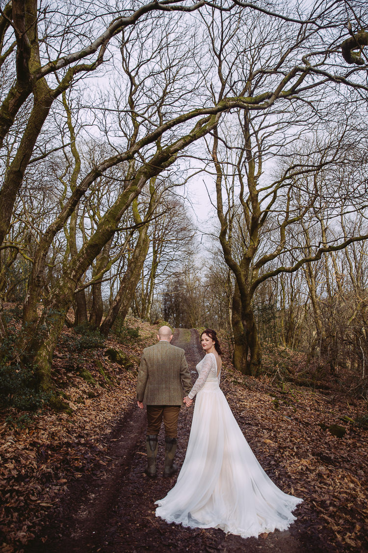 Simple & Cosy Country Winter Wedding