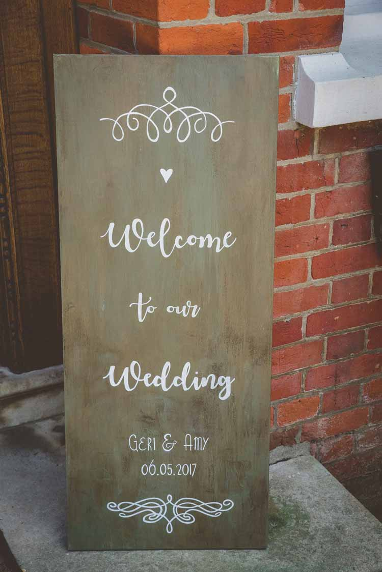 Welcome Sign Signage Wooden Modern Calligraphy Eclectic Floral Fun Wedding http://www.photographybypaloma.co.uk/