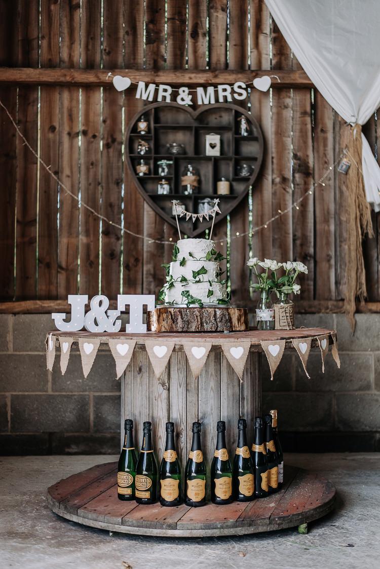 Cake Buttercream Bunting Wooden Table Bunting Hessian Burlap Rustic Farm Barn DIY Wedding http://www.kazooieloki.co.uk/