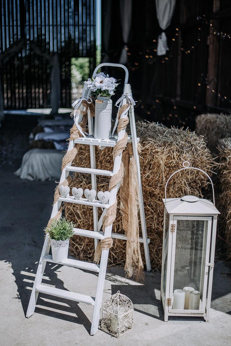 Wooden Ladder Decor Hessian Potted Plant Rustic Farm Barn DIY Wedding http://www.kazooieloki.co.uk/