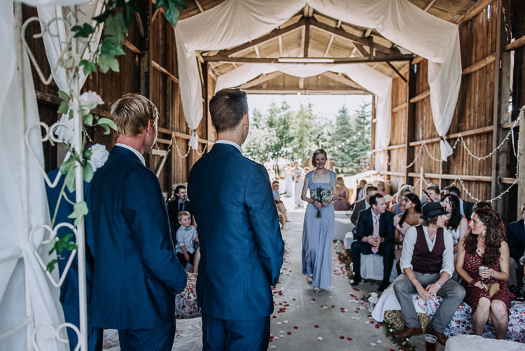Rustic Farm Barn DIY Wedding http://www.kazooieloki.co.uk/