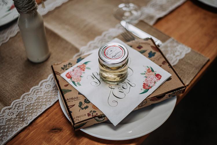 Jam Favours Place Setting Decor Rustic Farm Barn DIY Wedding http://www.kazooieloki.co.uk/