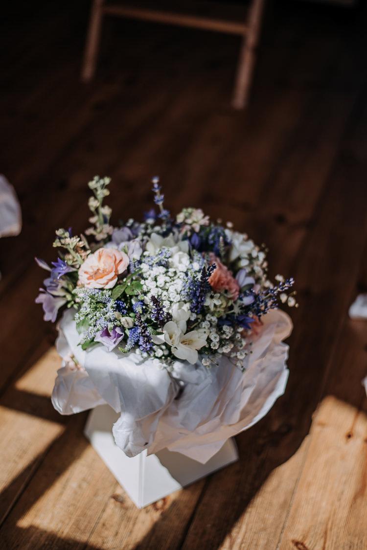 Bouquet Flowers Bride Bridal Lavender Wax Rustic Farm Barn DIY Wedding http://www.kazooieloki.co.uk/